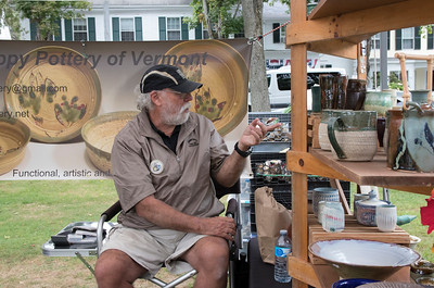 05-Andy_Snyder_of_Mud_Puppy_Pottery_discusses_his_work_with_some_customers