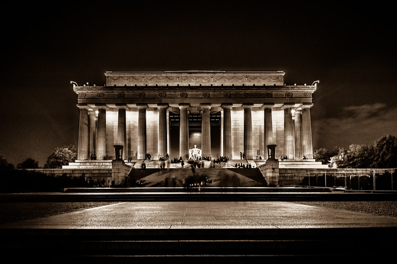 dramatic and moody photo of lincoln memorial at night