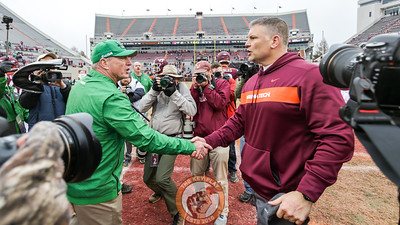 The head coaches shake hands at midfield after the final whistle. (Mark Umansky/TheKeyPlay.com