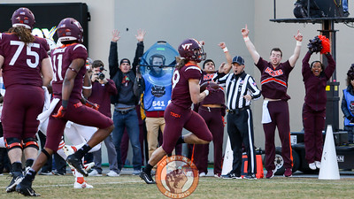 Dalton Keene runs into the endzone in the first quarter to score the first touchdown of the game. (Mark Umansky/TheKeyPlay.com)