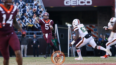 QB Ryan Willis throws the ball on the run while being chased by Miami defenders. (Mark Umansky/TheKeyPlay.com)
