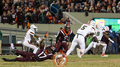 DB Divine Deablo misses a tackle on Miami QB N'Kosi Perry in the 3rd quarter. (Mark Umansky/TheKeyPlay.com)