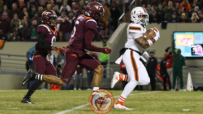 Miami RB Cam'Ron Davis breaks a big run in the third quarter for a touchdown. (Mark Umansky/TheKeyPlay.com)