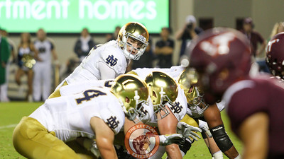Notre Dame QB Ian Book looks over his line before the ball is snapped. (Mark Umansky/TheKeyPlay.com)