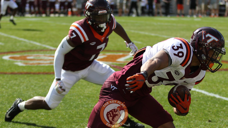 WR Sean Daniel catches a pass along the sideline. (Mark Umansky/TheKeyPlay.com)