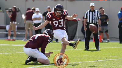 Kicker Brian Johnson kicks an extra point. (Mark Umansky/TheKeyPlay.com)