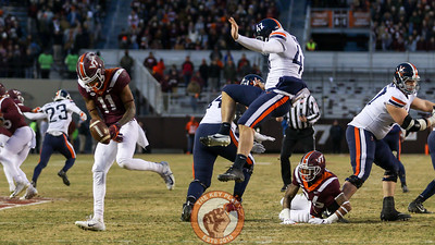 Tre Turner (11) blocks a UVa punt in the second quarter. (Mark Umansky/TheKeyPlay.com)
