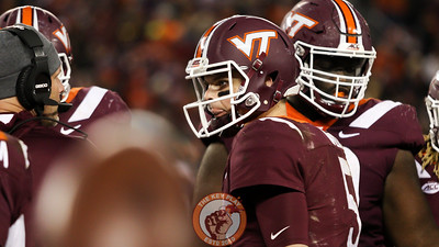 QB Ryan Willis listens to head coach Justin Fuente in the huddle during a media timeout. (Mark Umansky/TheKeyPlay.com)