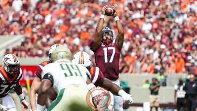 QB Josh Jackson reaches up to catch a high snap. (Mark Umansky/TheKeyPlay.com