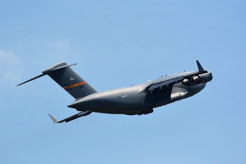Boeing C-17 troop transport