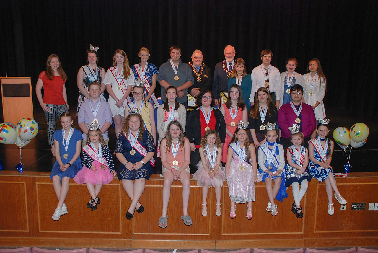 Group photo of all the Youth Volunteers present