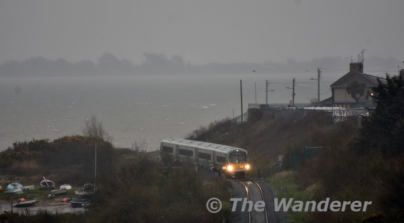 22012 approaches Wexford with the 1740 Rosslare Europort - Connolly. Sun 01.04.18