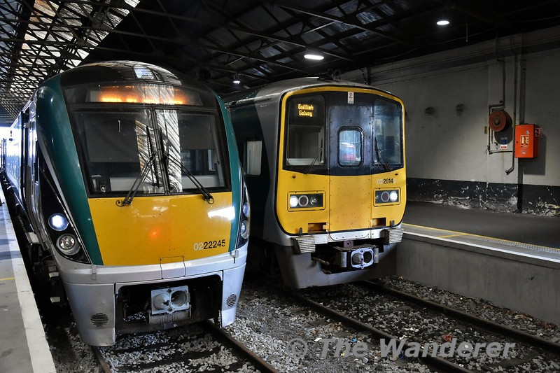 22045 has just arrived at Limerick with the 1530 from Heuston, while 2814 + 2813 waits to depart with the 1805 to Galway. Tues 07.08.18