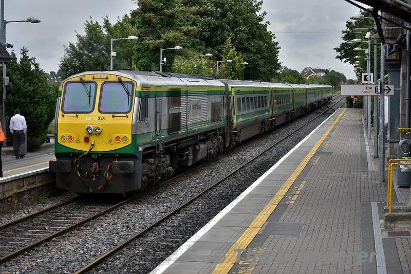 218 powers away from Portlaoise with the 0925 Cork - Heuston. Fri 27.07.18