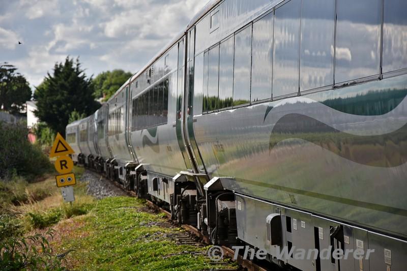 22058 + 22025 roll through Drumcondra with the 1705 Connolly - Sligo. Tues 24.07.18