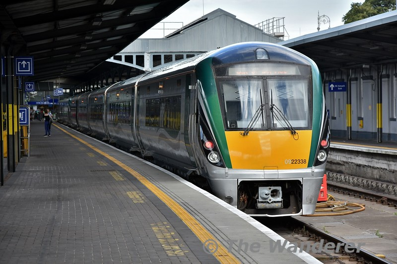 22038 stands in Platform 3 waiting to form the 1830 to Galway. Tues 24.07.18
