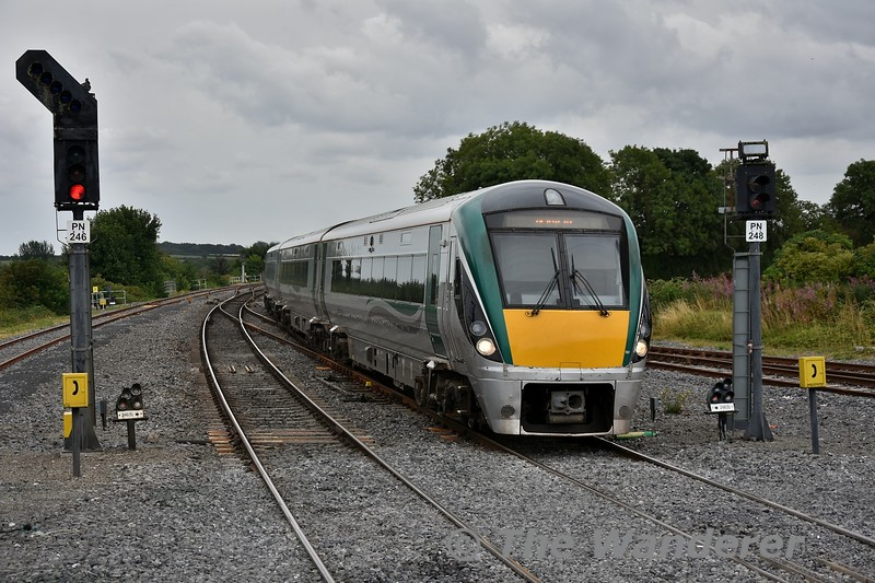 22012 with its repainted yellow end and missing vehicle number arrives at Portarlington with the 1535 Heuston - Galway. Fri 27.07.18