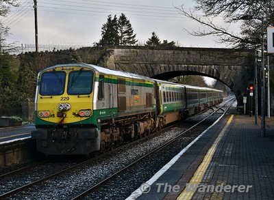 229 pushes the 0700 Cork- Heuston out of Thurles. The train would now run non-stop to Heuston. 229 is also the last 201 Class to carry the Intercity branding. Thurs 08.03.18