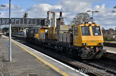 082 is pictured departing from Portlaoise Loop at 1151 with the delayed 1030 Portlaoise - Inchicore with the MPV 790 being hauled dead. Tues 13.03.18