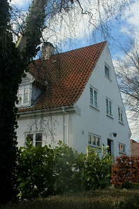 Beautiful house, but imagine it witout the lovely tree