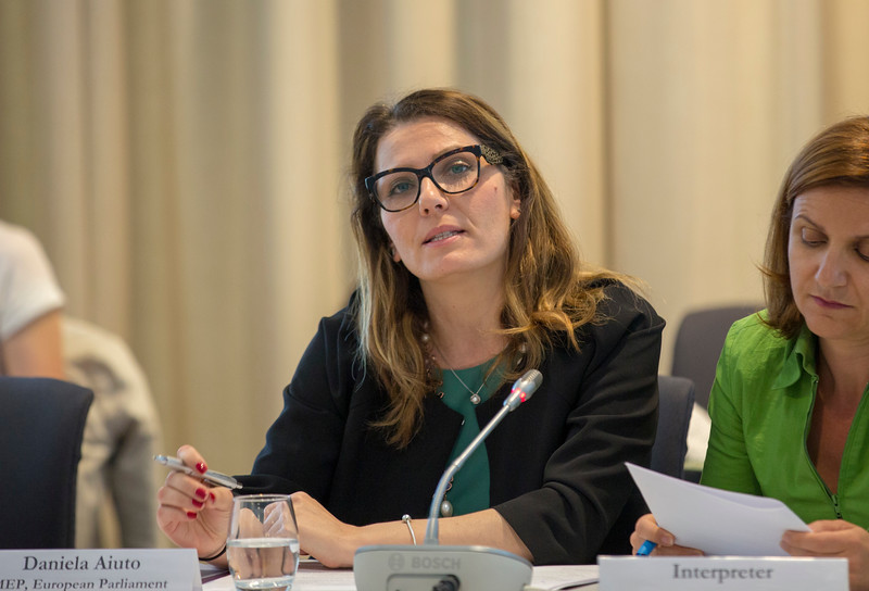Ms Daniela Aiuto, Member of the European Parliament, presents a briefing on the EU Mobility Package to the EEA Joint Parliamentary Committee.