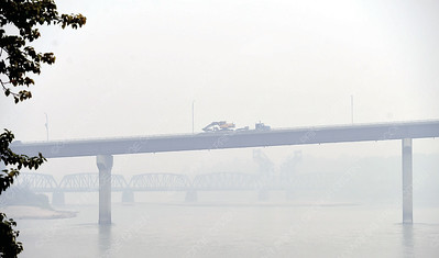 Another bad smoke day as seen looking up the Fraser River at the Yellowhead bridge and the CN Rail bridge. Aug 22 2018