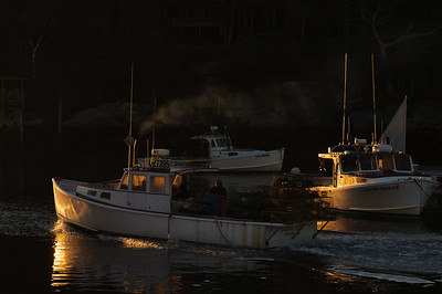 DA099,DP,Lobster boat leaving at sunrise