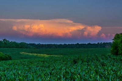 DA040,DP,Thunderstorm_Caps_Ready-to_burst_over_Iowa_cornfields-4502