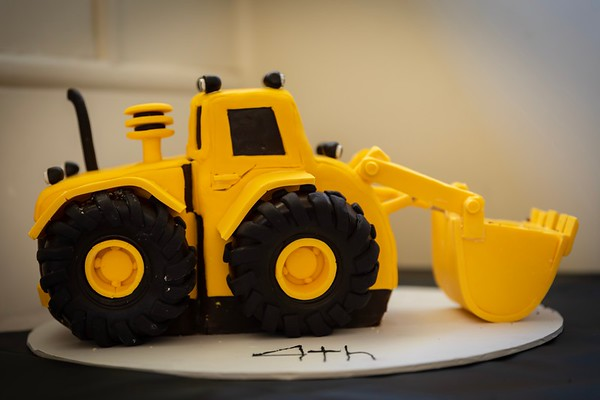"""""""The Digger"""" - Sebastian and Orlando asked Emmy a cake... this was the result"""