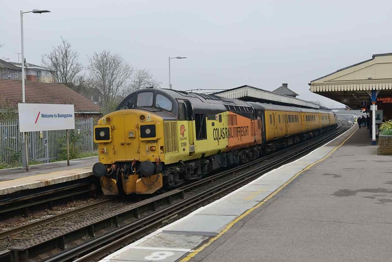 12 April 2018 :: At the rear of Network Rail test train 1Q54 is 37099 at Basingstoke