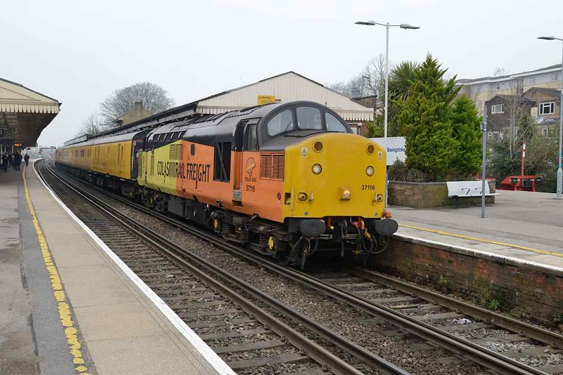 12 April 2018 :: Network Rail test train 1Q54 from Eastleigh to Tonbridge stands at Basingstoke led by 37116