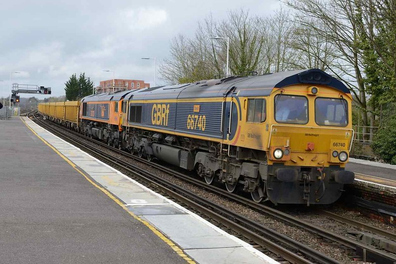 3 April 2018 :: 6M26 from Eastleigh to Mountsorrel suffered a failure of 66723 near Winchester and 66740 was sent to rescue the train and is seen at Basingstoke running 152 minutes late