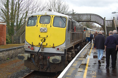 Cahir wasn't a planned photo stop but was included anyway - although this probably contributed to us presenting ourselves late at Limerick Junction, prompting Control to regulate us and subsequently wreck the 40-minute turnaround when we eventually reached Limerick (07/04/2018)
