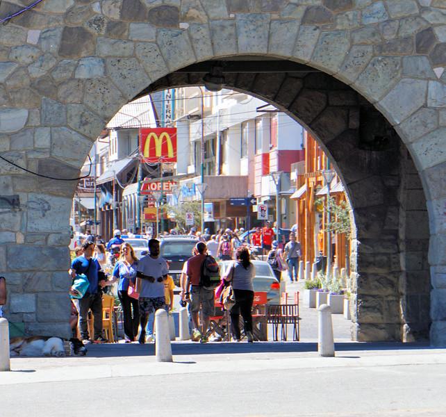 Walkway to Avenida Mitre