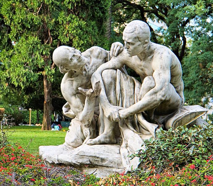 Statue in Plaza San Martin
