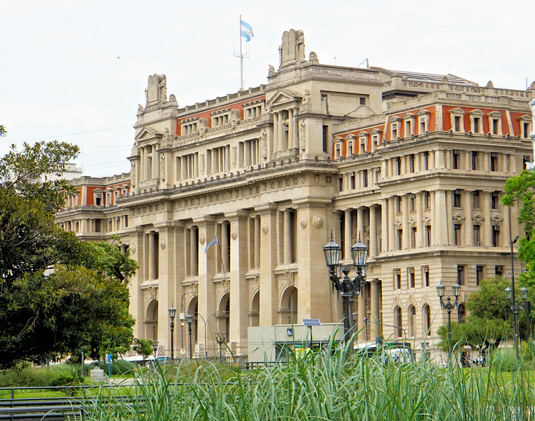 Government building along  Plaza Gran Lavalle