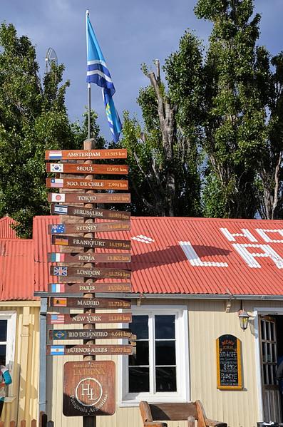 Signpost at Parador La Leóna