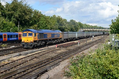 10 August 2018 :: 66773 is passing Basingstoke with 4Y19 from Mountfield to Southampton
