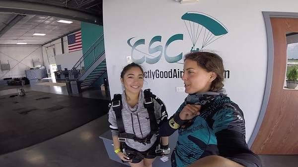 1423 Nicole Salonga Skydive at Chicagoland Skydiving Center 20180822 Amy Amy