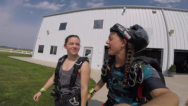 1543 Madison Freskos Skydive at Chicagoland Skydiving Center 20180826 Amy Amy