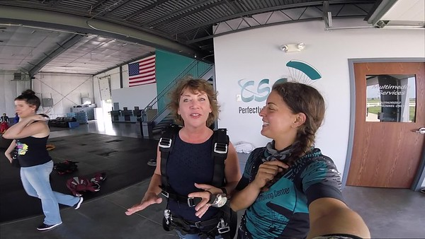 1312 Stephanie Durbin Skydive at Chicagoland Skydiving Center 20180826 Amy Amy