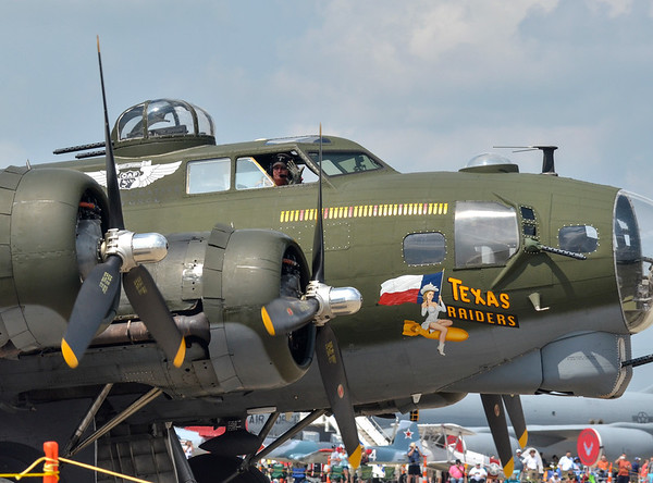 MET 081918 B-17 Flying Fortress