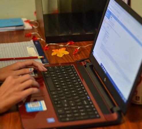 MET 080618 Laptop Close