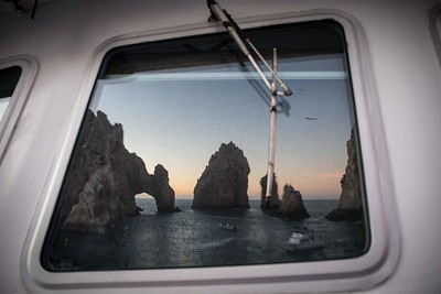 The Cabo arch reflected in the bridge window