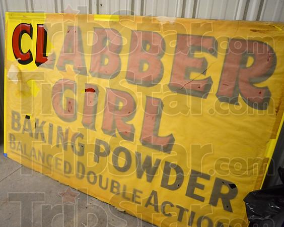 MET 122118 Clabber Girl Sign