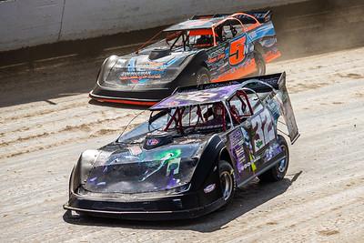 Bobby Pierce (32) and Dustin Nobbe (5N)