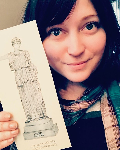 Susannah Sinclair '12 was one of the first to post her selfie with Flat Athena. Anassa kata Susannah!