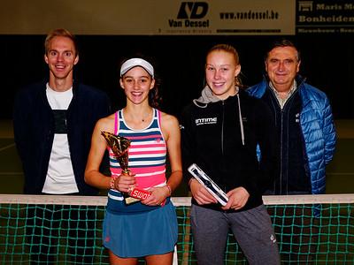 05 Finalists girls - ITF Heiveld junior indoor open 2018