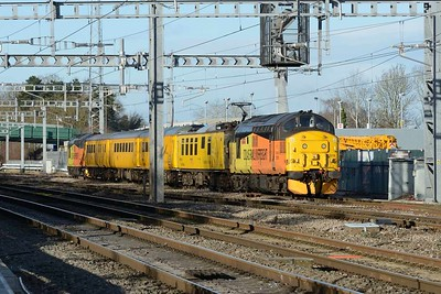 18 January 2018 :: While working 1Q18, Network Rail test train from Reading Triangle to Paddington the train is held at Didcot West End with 37219 and at the far end 37175.  Note the pantograph is raised on the Overhead Line Inspection vehicle behind 37219