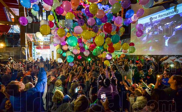 MET 123117 NYE Balloons